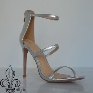 💙NWOT Venus Strappy Heeled Sandal💙